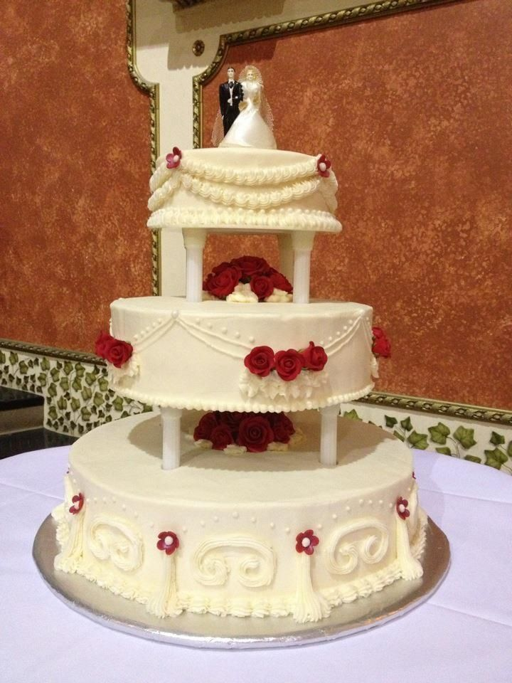 Clic Ercream Wedding Cake With Red Roses Flour De Lis Bakery Indianapolis