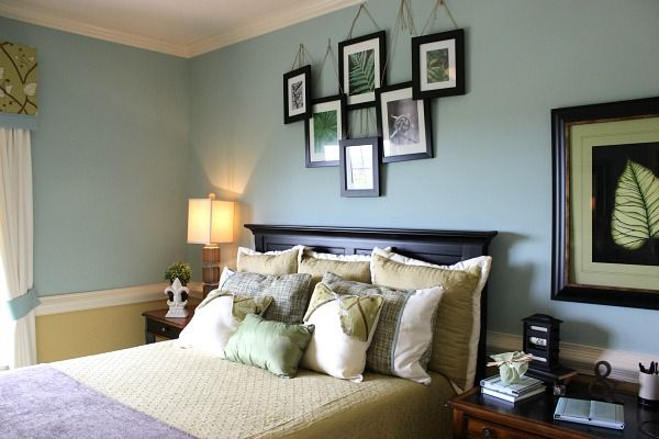 I LOVE the way the frames are above the bed. I LOVE the way the frames are above the bed   Decorating Ideas