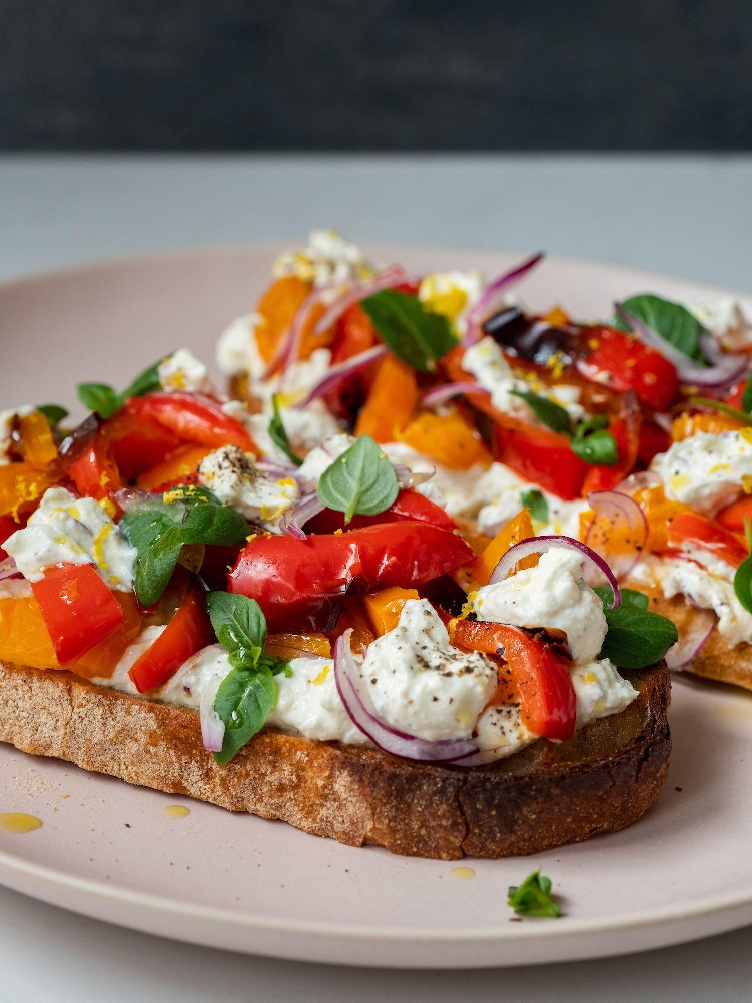Rezept: Sandwich mit Zitronenricotta und gegrillter Paprika | ABOUT FUEL