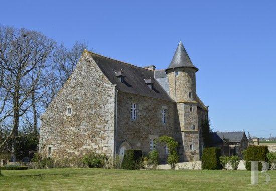 A L Oree D Un Village Des Cotes D Armor Manoir Du 16eme Siecle Et Ses Dependances Sur 3 Hectares Manoir A Vendre Le Manoir Maison De Maitre