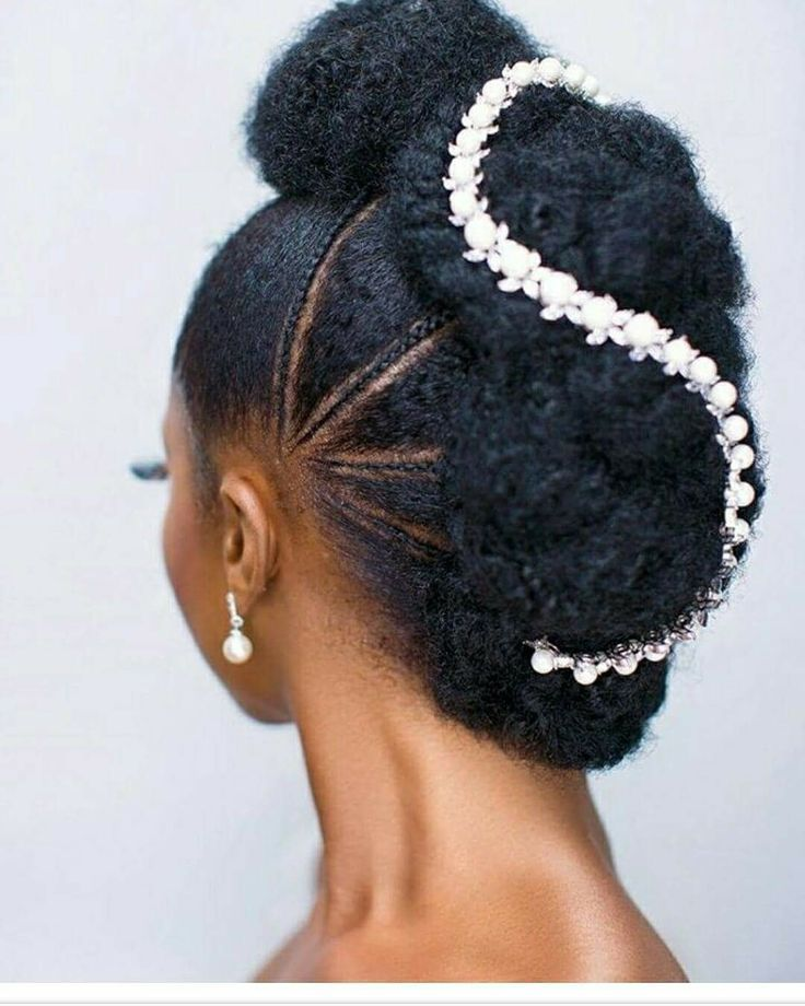 Ghanaian Bridal Styling With Straight Hair: Coiffure Chignon Updo Mariage Cheveux Crépus #coiffure