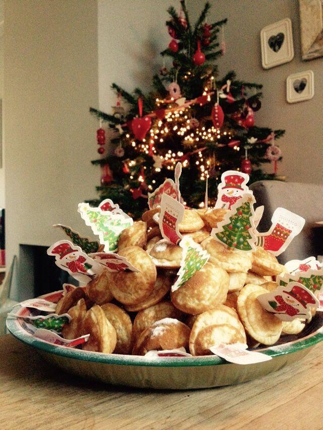 Een Poffertjes Toren Leuk Voor Het Kerstdiner Op School Of Een Hapje Voor De Kinderen Bij Het Kerstdiner Kerstdiner Kerst Eten Kerst Hapjes