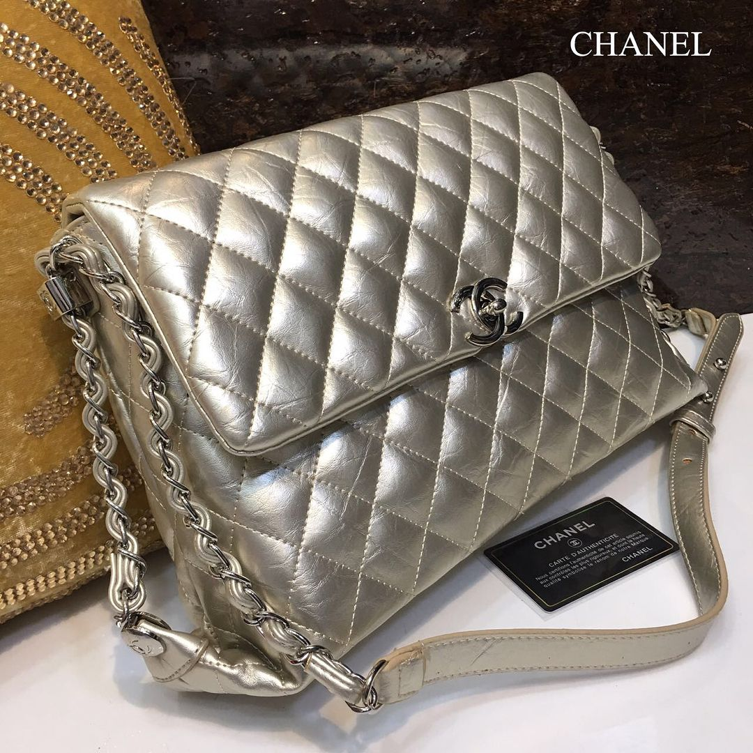 39f280bd3aa5f2 CHANEL•Mirror Quality •High demand•Limited •2 Colours :Gold and SilverPrice