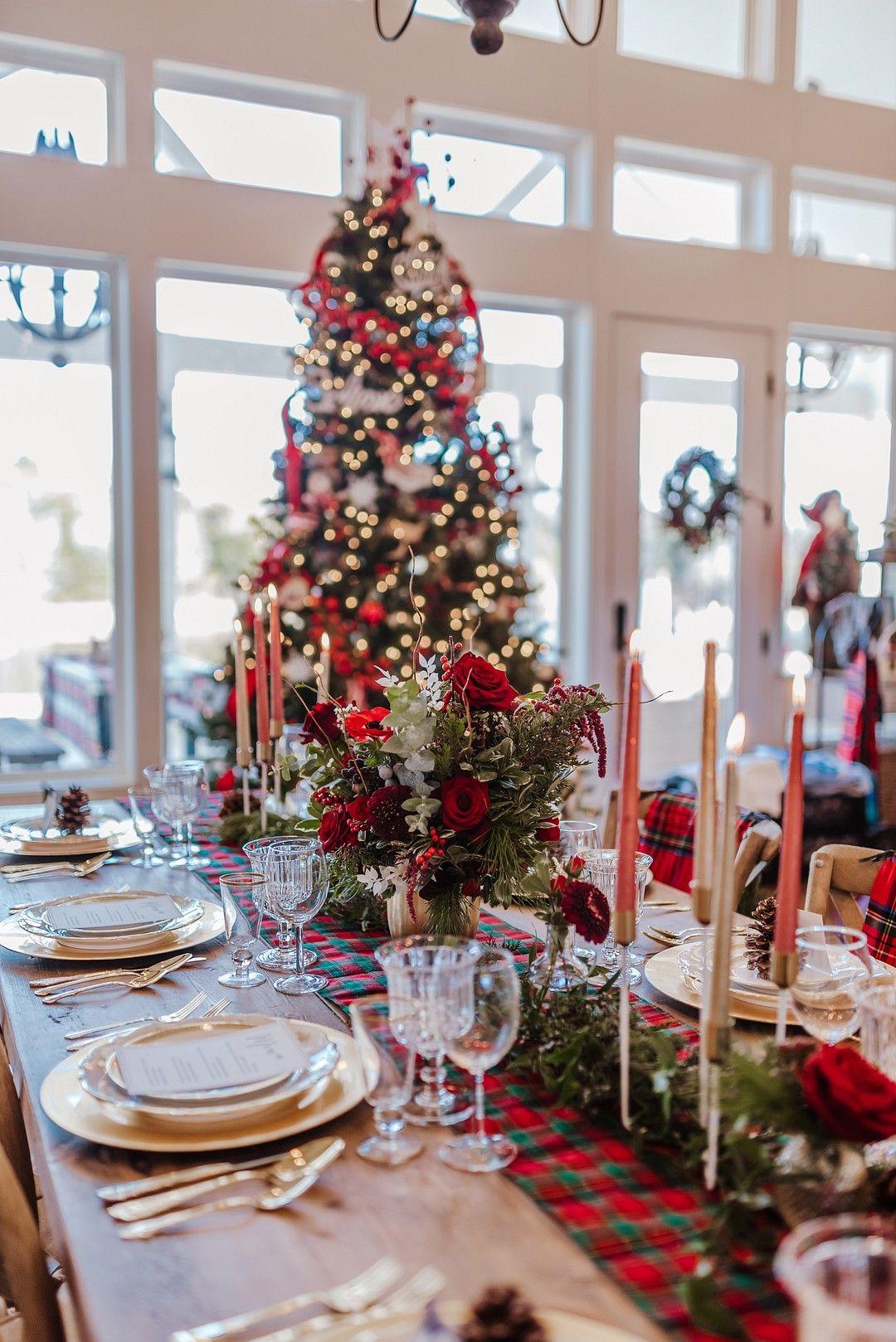 A Hallmark Worthy Christmas Wedding Strictly Weddings Christmas Wedding Centerpieces Christmas Wedding Strictly Weddings