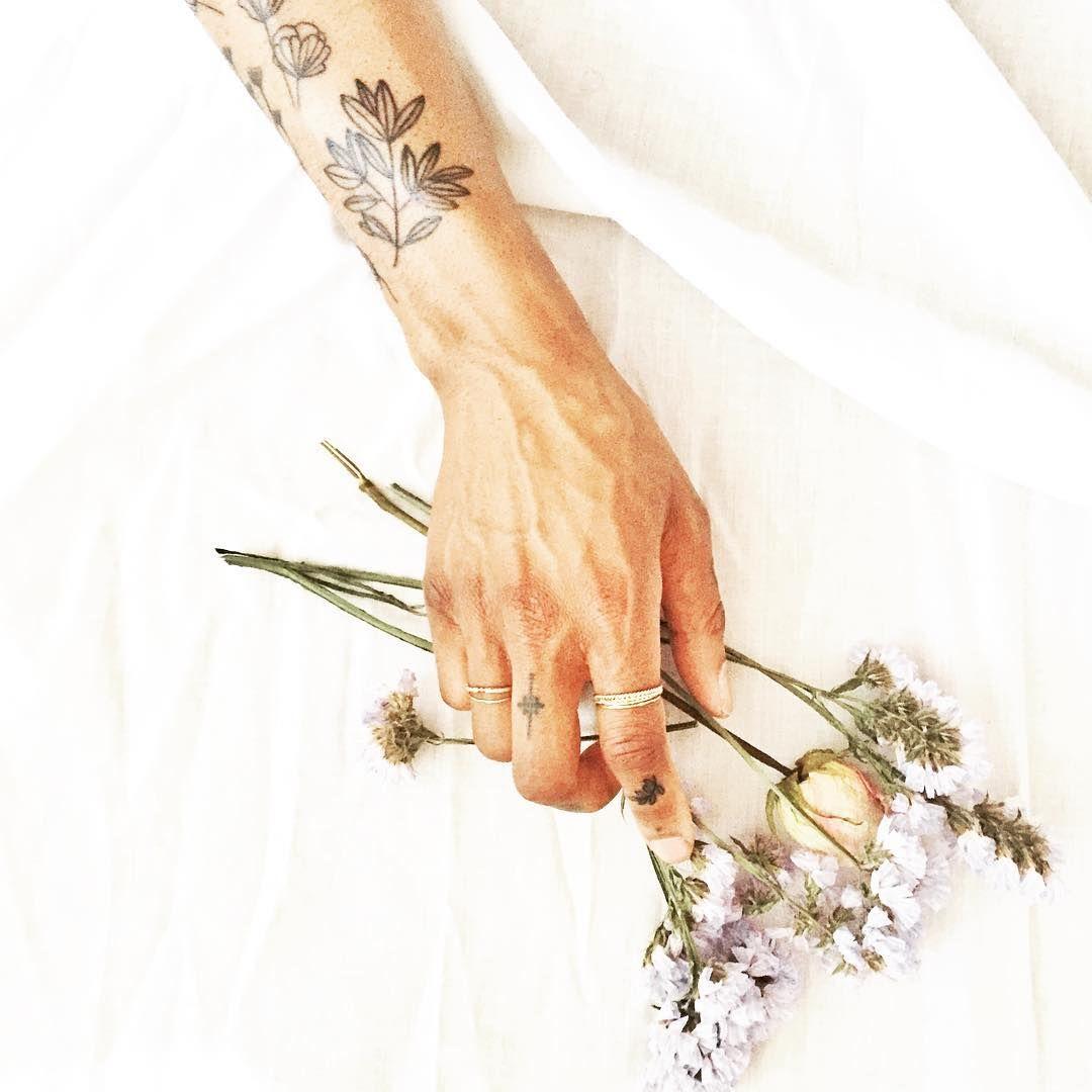 sunday dried  flowers | les fleurs séchées du dimanche #driedflowers#sunday#inkedgirls#inked#botanicaltattoo