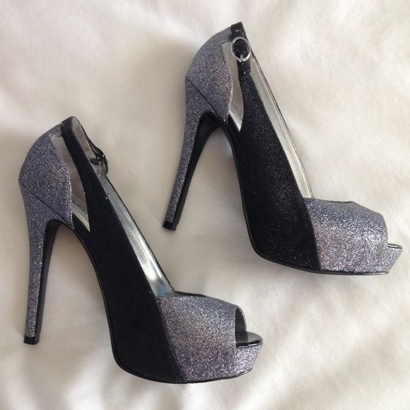 Guess Cayen Open Toe Canvas Heels Black Size 8.5 CAje