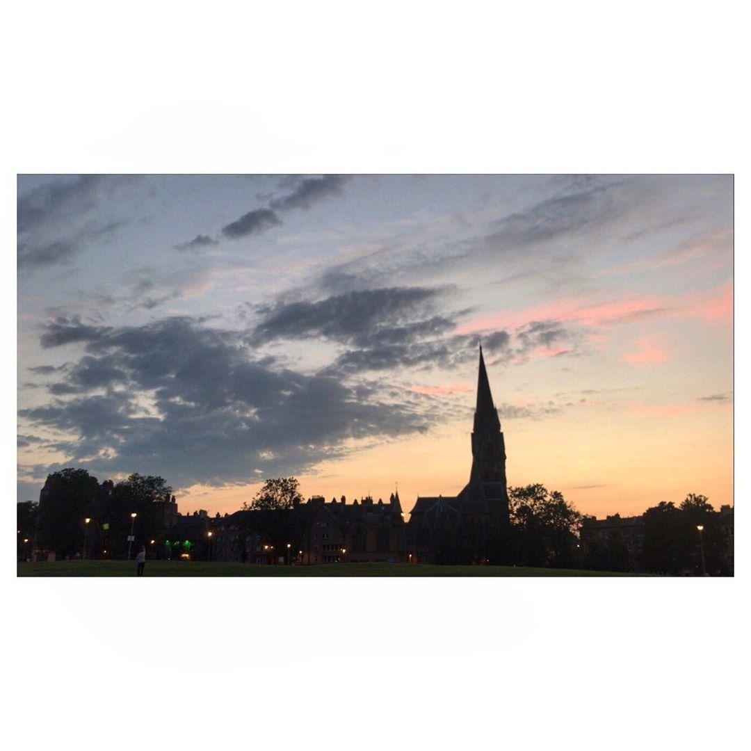 Unforgettable sunsets 🌇  • • •  #edinburgh #scotland #meadow #visitscotland #ig #uk #travel #hoscos #thisisedinburgh #photography #edinburghscotland #visitedinburgh #london #europe #edinburghlife #edinburghcity #edinburghcastle #love #insta #scottish #travelphotography #lovescotland #nature #edinburghsnapshots #edimburgo #leith #loves #unitedkingdom #unlimitededinburgh #bhfyp