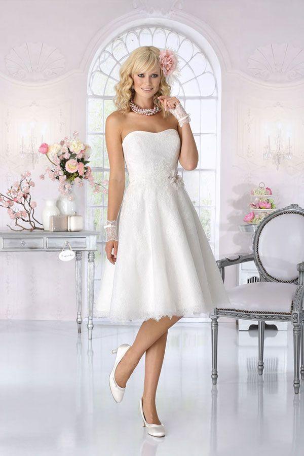 6 gute Gründe für kurze Brautkleider | Short bride, Short wedding ...