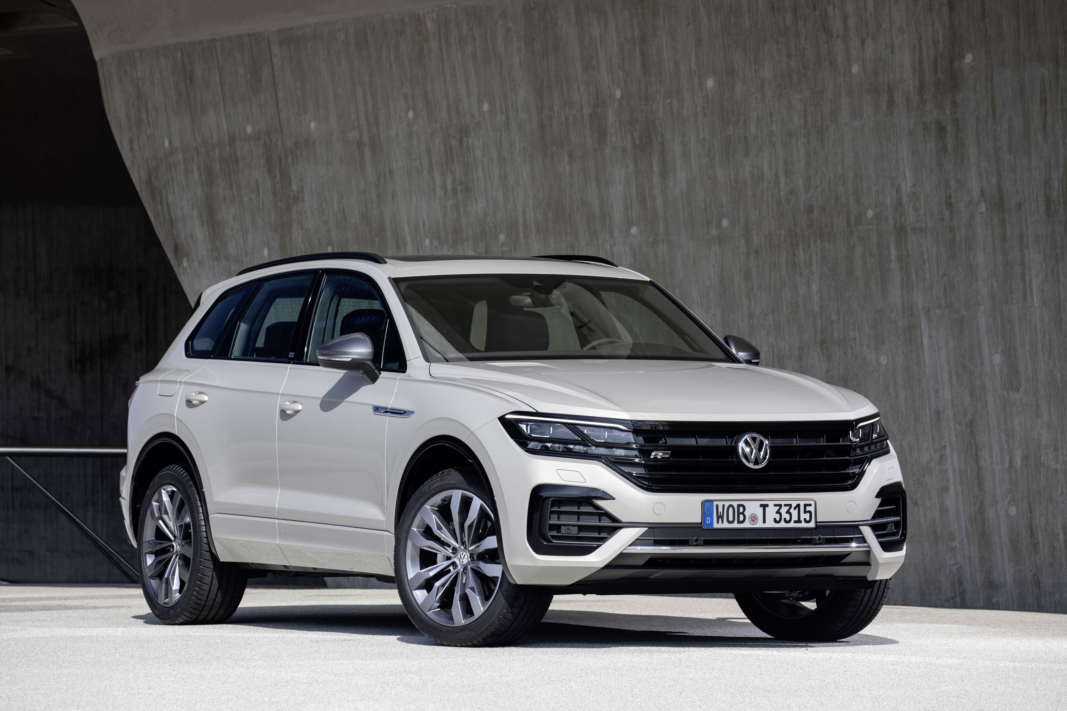 Volkswagen Wants To Take On Amg And Bmw M With A Hybrid 2021 Volkswagen Touareg R Vw Sharan Volkswagen Touareg Volkswagen