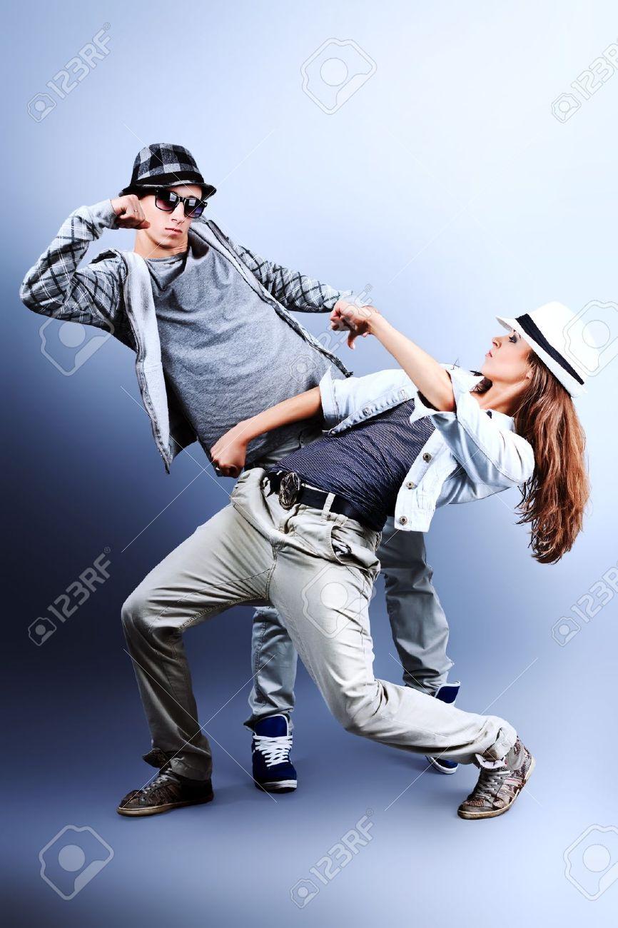Un Couple De Jeune Homme Et Femme Au Studio De Danse Hip-hop. Banque  D Images Et Photos Libres De Droits. Image 10669315. 4d1f614c080