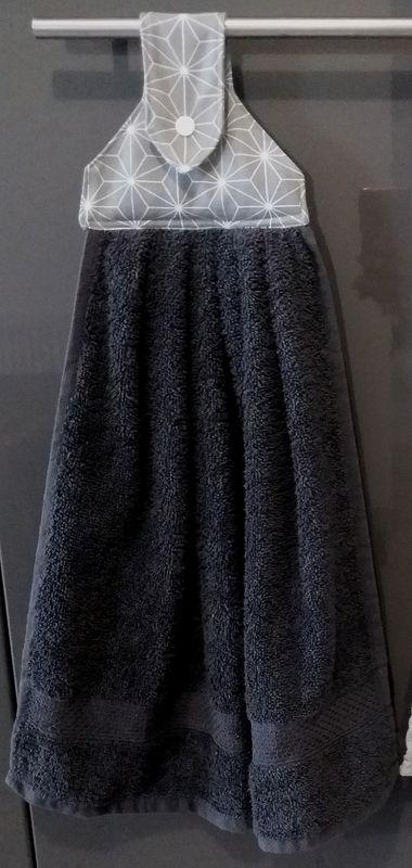 Rien dexceptionnel dans cette couture mais cest hyper pratique et on lassortit à la couleur de sa cuisine ou encore aux saisons histoire
