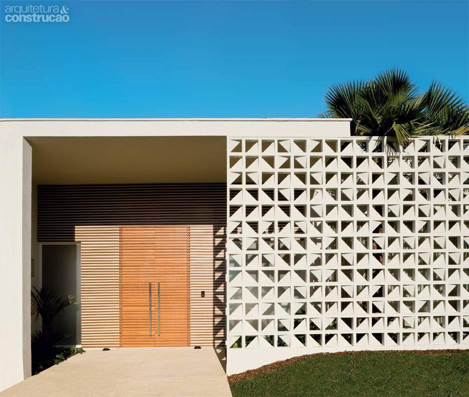 O muro de cobog s na entrada desta casa confere - Muro exterior casa ...