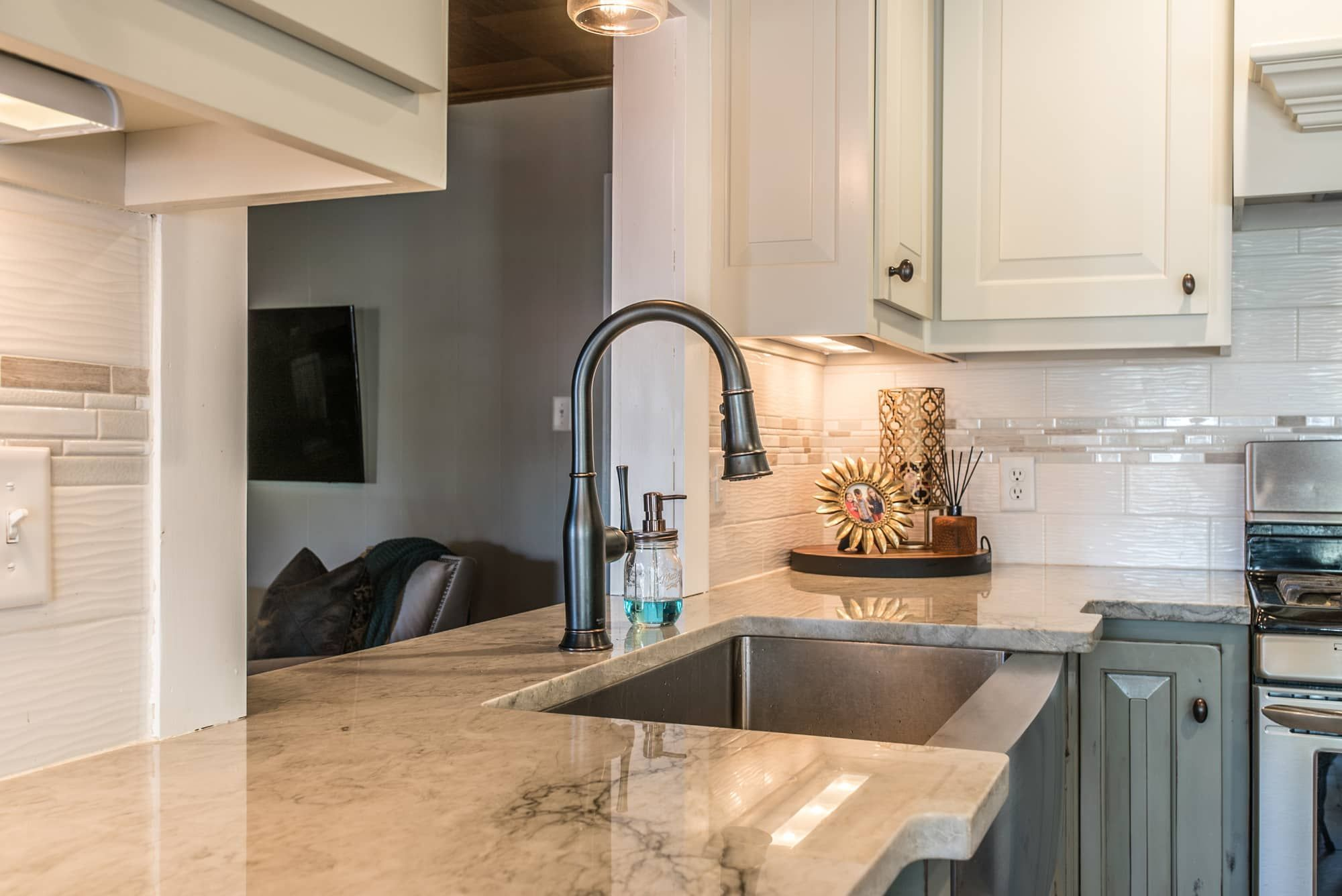 Quartzite Kitchen Countertops Sea Pearl Springfield Mo East Coast Granite Tile 5 Coast Countertops East Granite In 2020 Countertops Kitchen Countertops Granite Tile