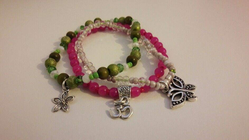 3 brazalet - 3 charms: flower, om, butterfly. Http://www.facebook.com/damb.accesorios