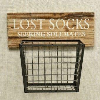Schatz … Wo ist meine Socke! Dieser Holz- und Metall-Hängekorb - #dieser #Holz #ist #Meine #MetallHängekorb #Schatz #Socke #socksdesign #und #wo #laundryroomdesign