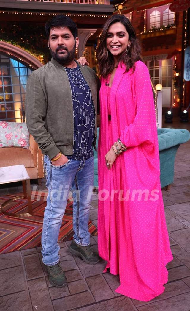 Deepika Padukone snapped with Kapil Sharma on the sets of ...
