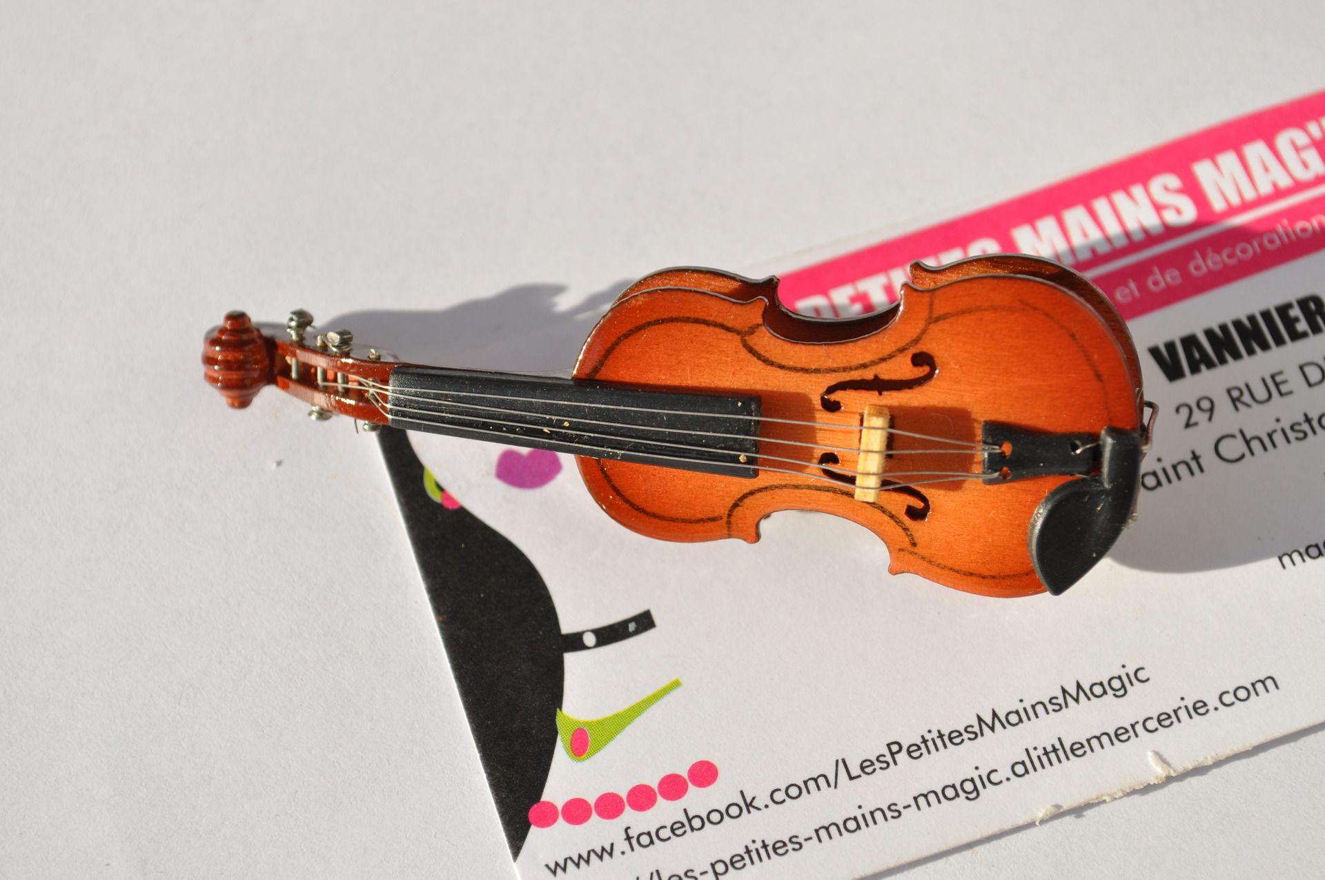 magnifique broche instrument de musique violon : Broche par les-petites-mains-magic