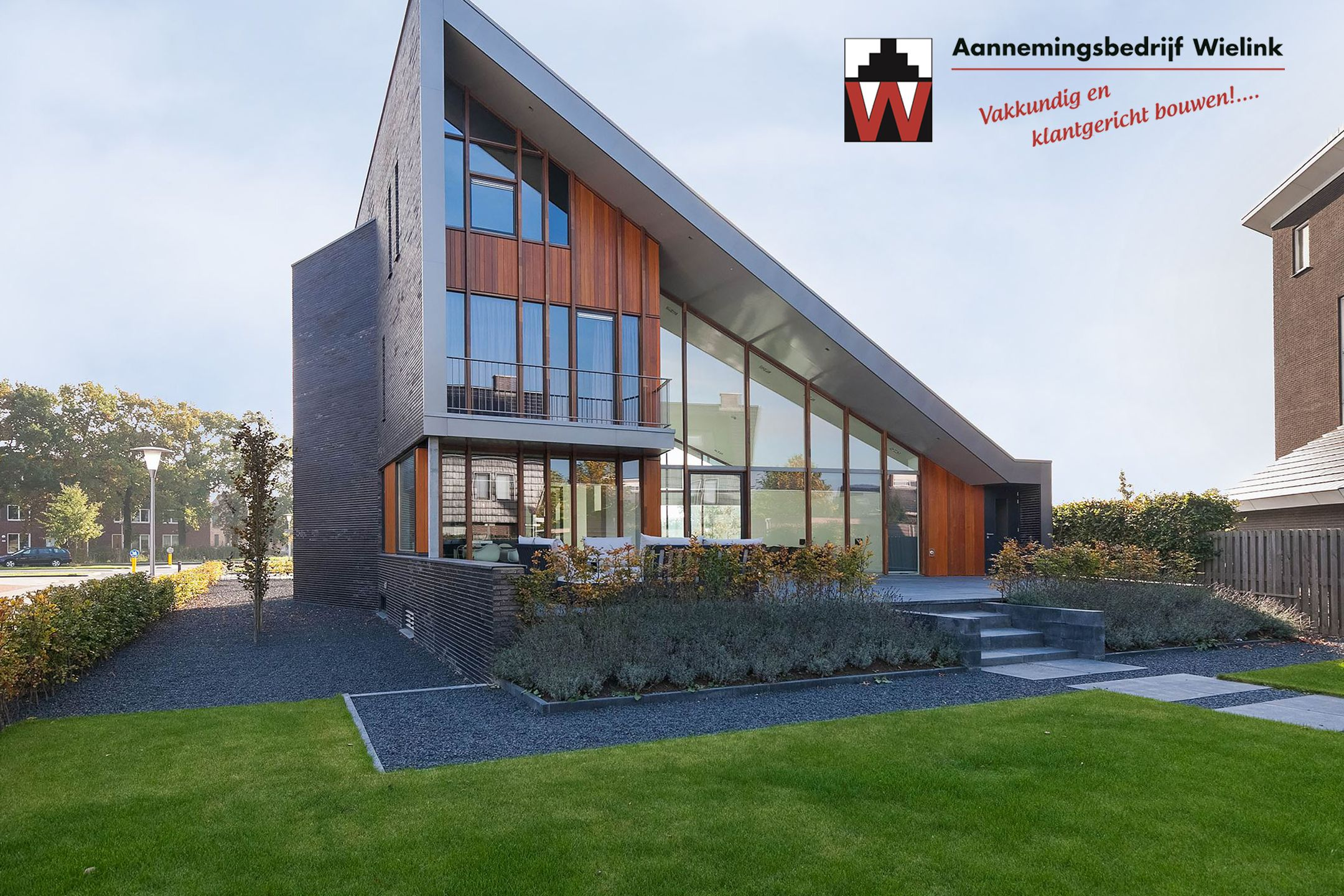 Moderne villa met ondergrondse garage bouwen moderne for Moderne strakke huizen