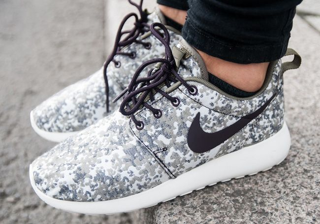 Nike Wmns Roshe Courir Camo Olive