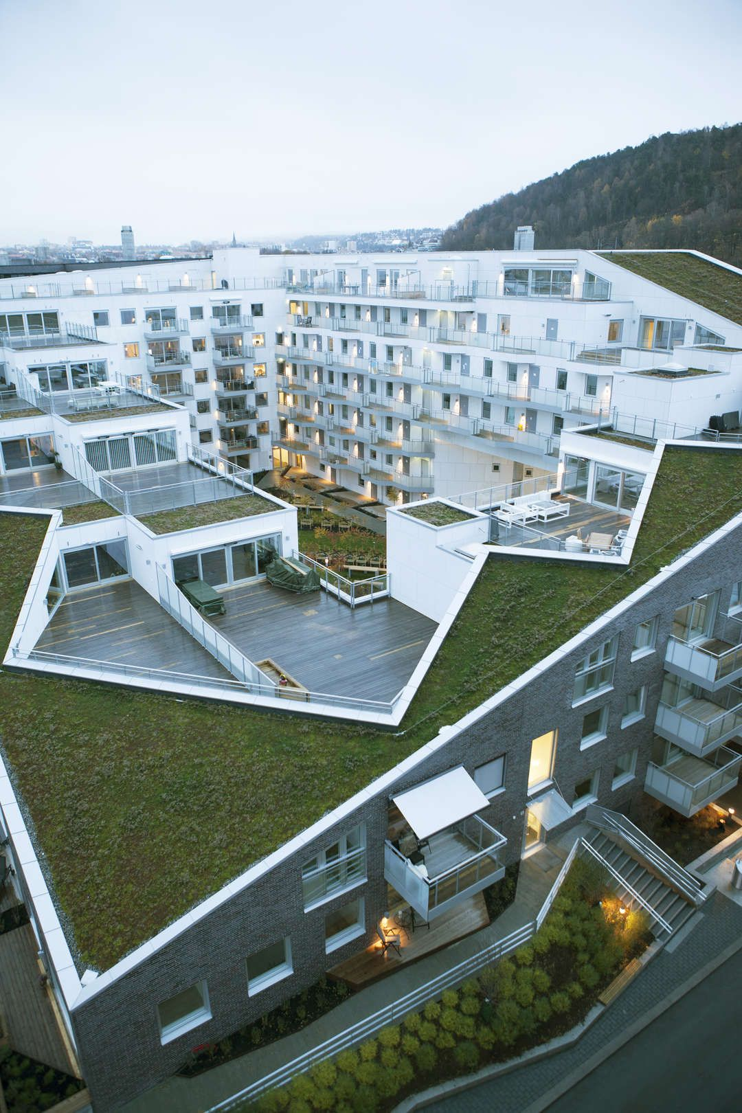 Sørenga Block 6 Is A Residential With 110 Flats And Semi Public Green Courtyard Two Large Diagonally Aligned Passages Cut Through The To