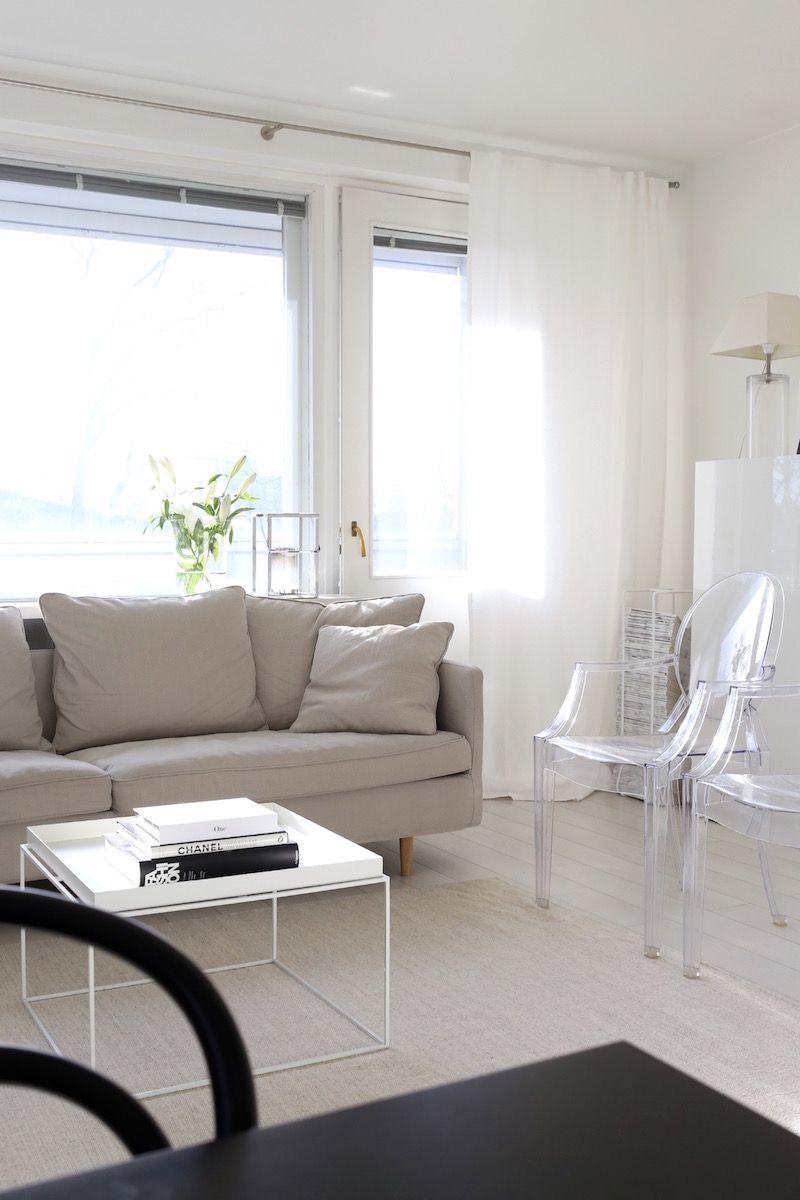 Uudistuneen olohuoneen Boknäs Julia -sohva | White linen curtains ...