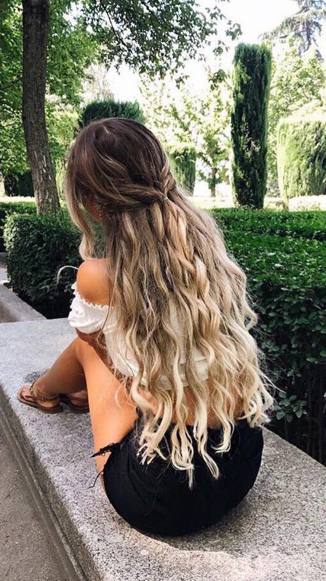 Alexcentomo rocking Rapunzel length hair in Spain wearing Ash Blonde