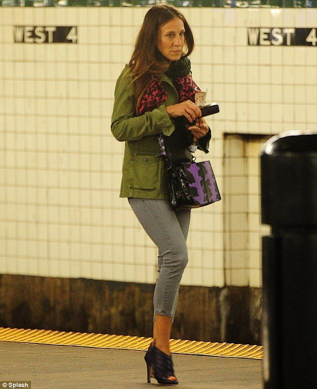 Sarah Jessica Parker can't resist wearing heels as she takes the ...