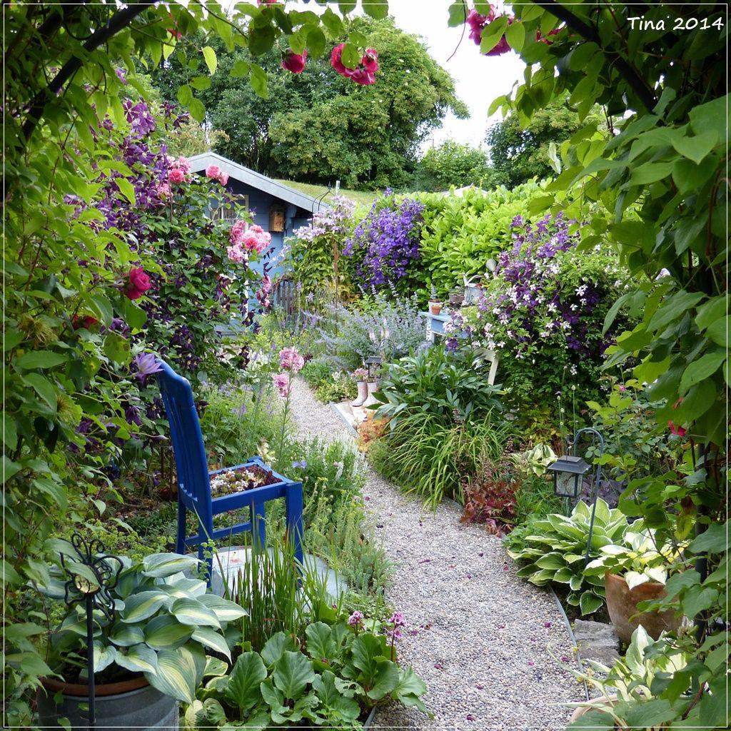 durch den rosenbogen am kiesweg bilder und fotos garden pinterest garten ideen garten. Black Bedroom Furniture Sets. Home Design Ideas