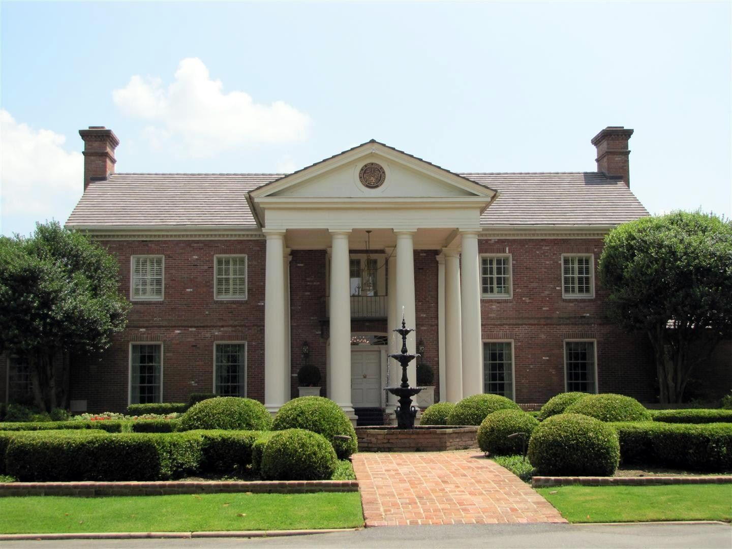 The Arkansas Governor S Mansion Is The Official Residence Of The Governor Of Arkansas And His Family The Mansion Is Located Mansions House Styles County House
