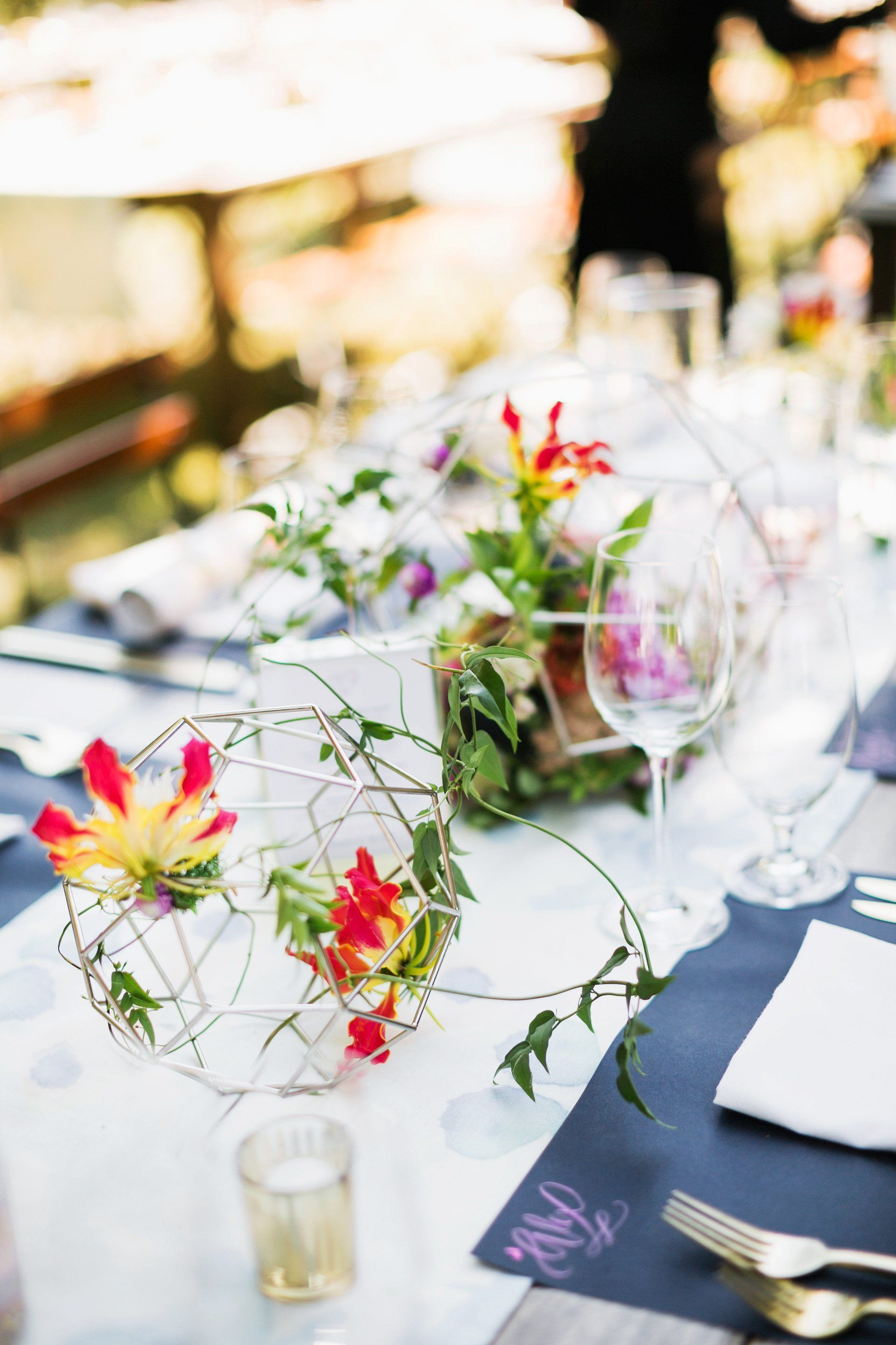 11++ Round top table wedding decorations information