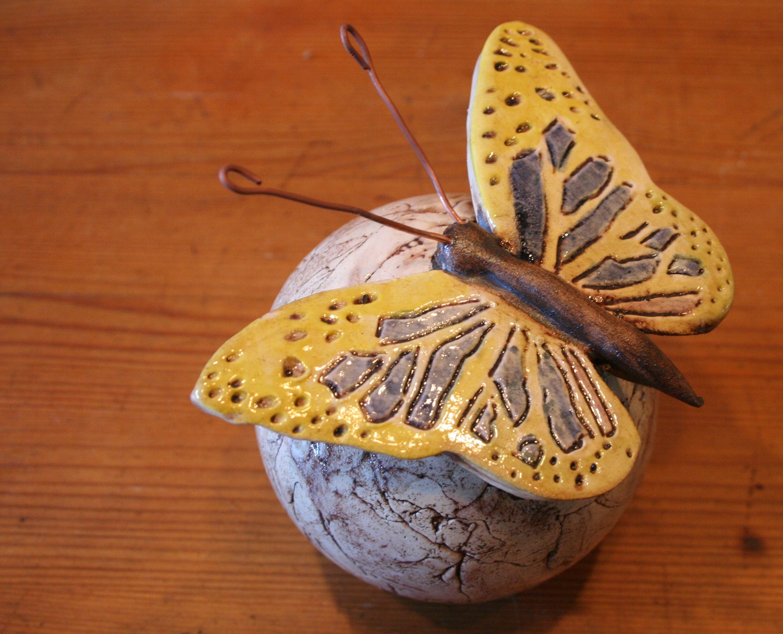Sold rosenkugel mit schmetterling keramik porzellan ton deko t pferei wertvolle tipps in - Keramik ideen ...