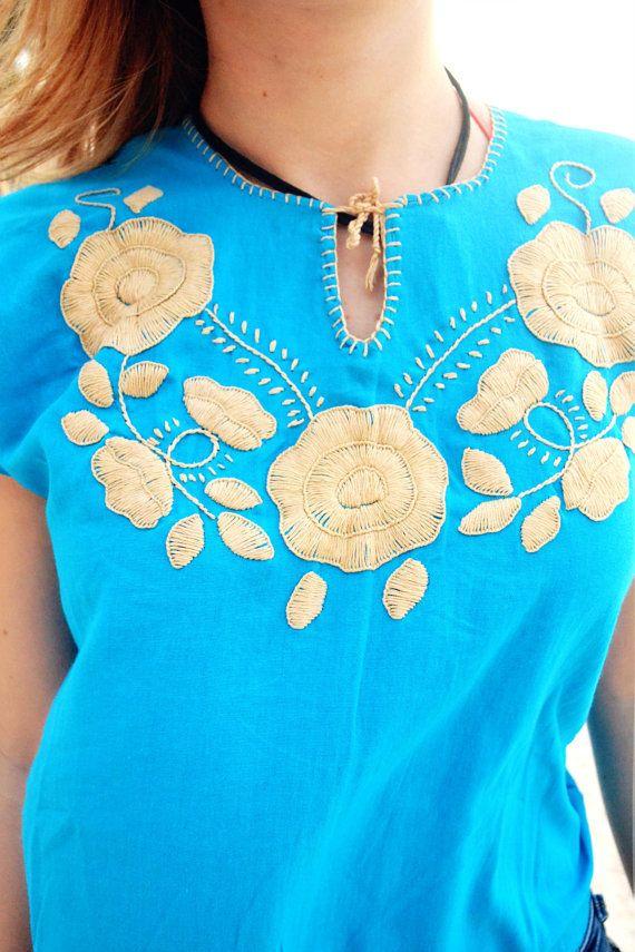 ac786bed8f Blusa Mexicana Color Azul Bordada a Mano   Diseño por FlorDeKahlo
