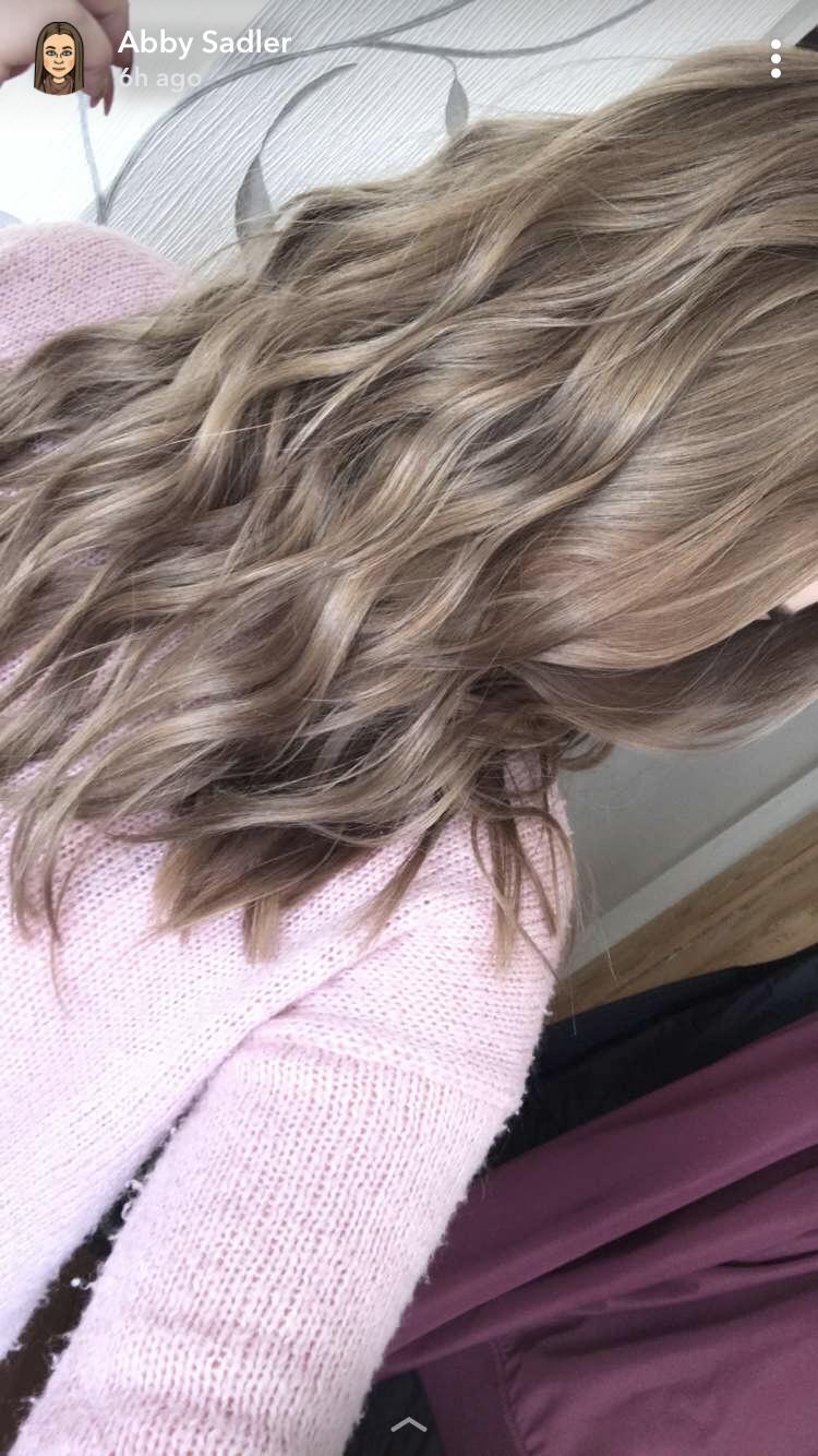 Haare bei gesicht helle rundem dunkle oder Kurzhaarfrisuren für