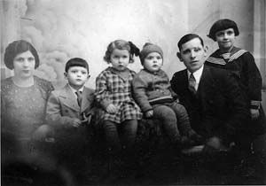 Chaim Harry Fass with lost family-http://www.genealogybeginner.com/step-by-step-genealogy-guide?hop=superdad76
