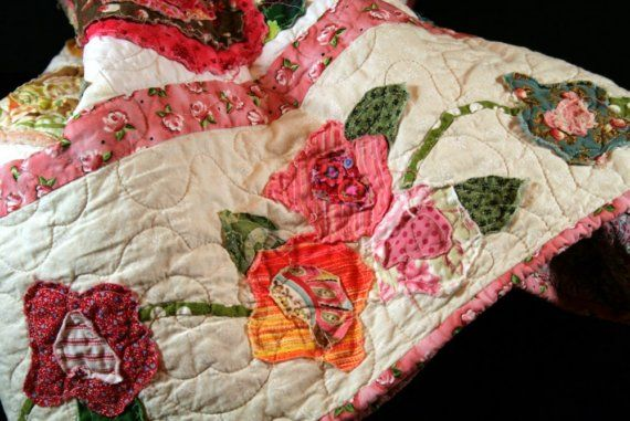 French Roses Quilt.   I like the vine and flower border, I think I'll add that to mine.