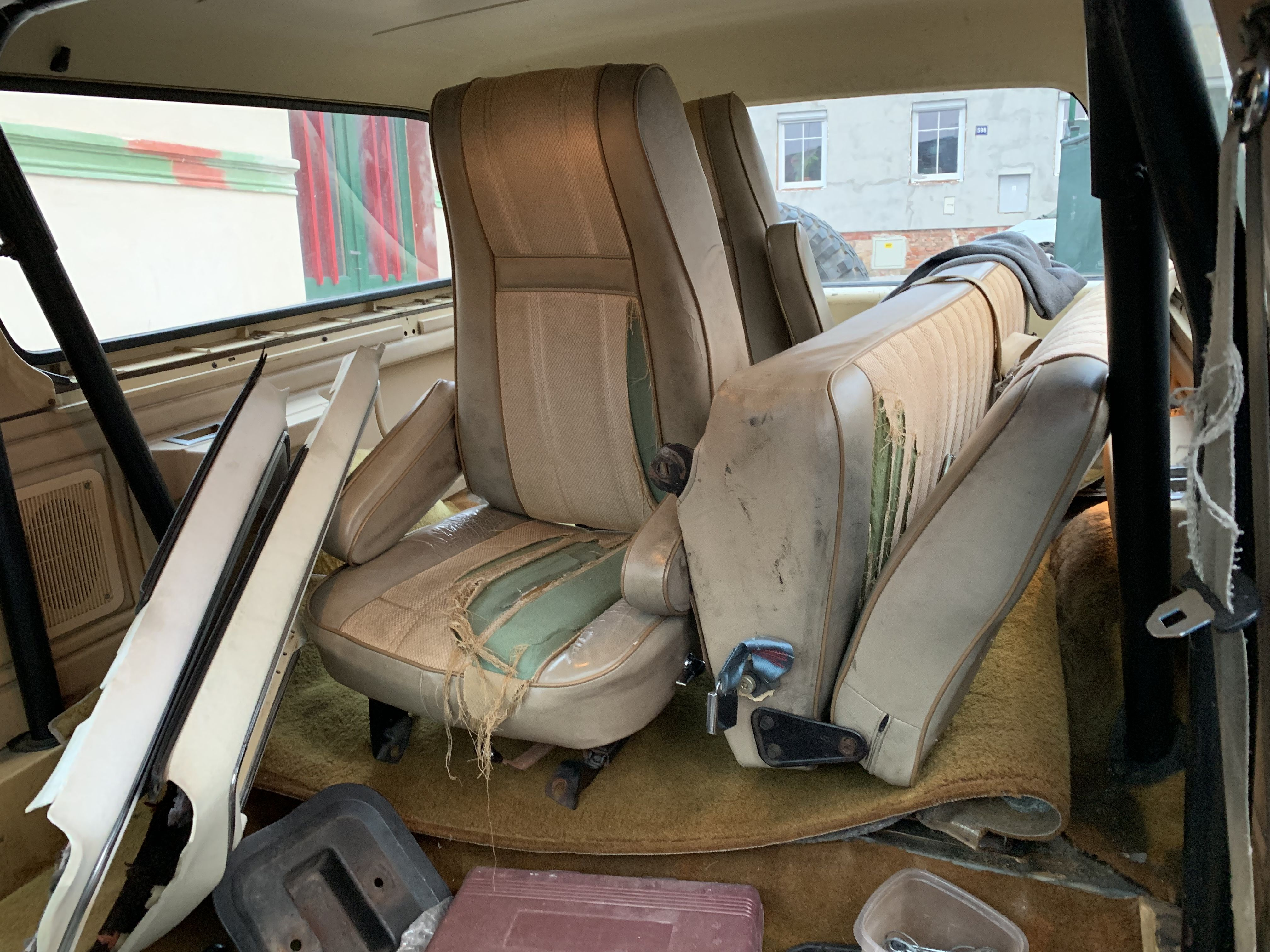 Ford Bronco 1980 interior before renovation