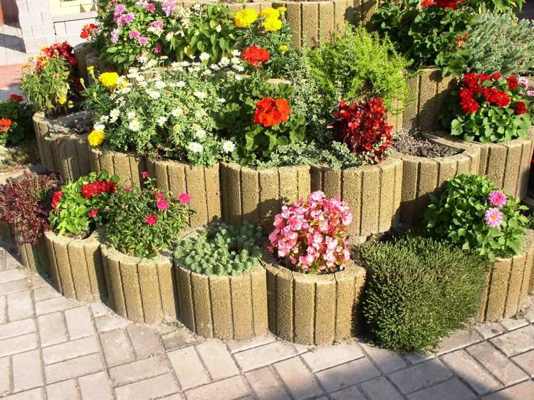 Concrete Garden Jardinieres For Beautiful Landscapes Concrete Garden Garden Decor Projects Garden Retaining Wall