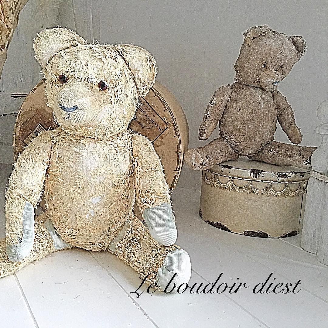 Teddy's corner... #vintage teddy's  #shabby teddy's #shabbywhite #vintagestyle #distressed #homedecoration #shabbychic by le_boudoir_shabby_chic