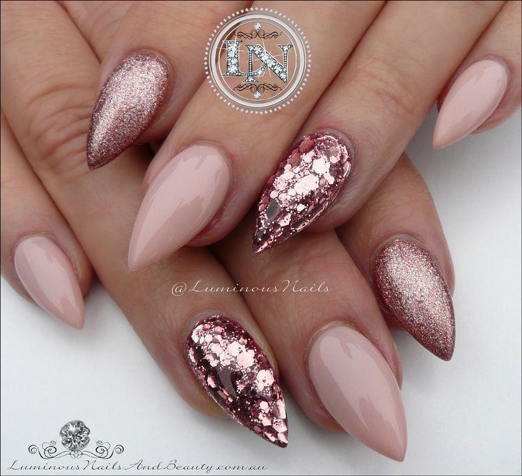 ongles gel en pointe décorés paillettes or rose nail decoration
