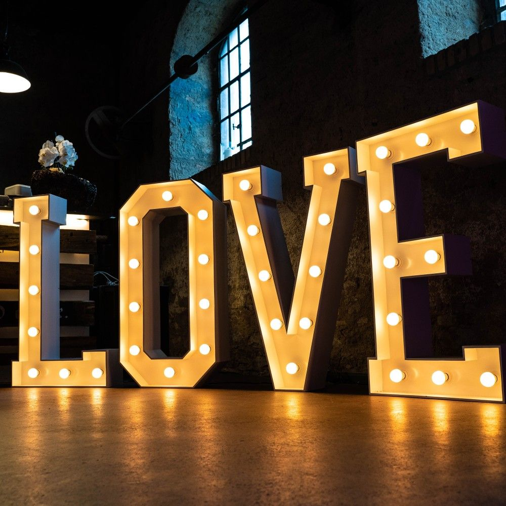 Unsere Grossen Leuchtbuchstaben Konnt Ihr In Vielen Verschiedenen Varianten Bei Mieten Sorgt Fur Einen Unver Leuchtbuchstaben Beleuchten Beleuchtete Buchstaben