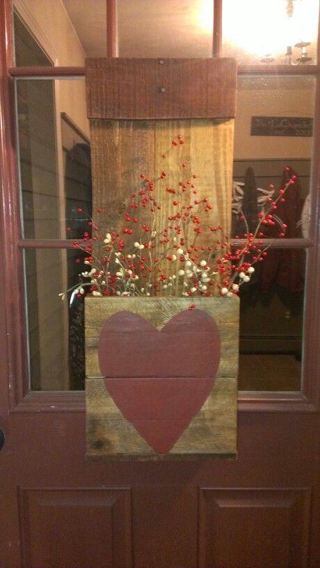 Primitive front door flower box for Valentine's day | DIY ...