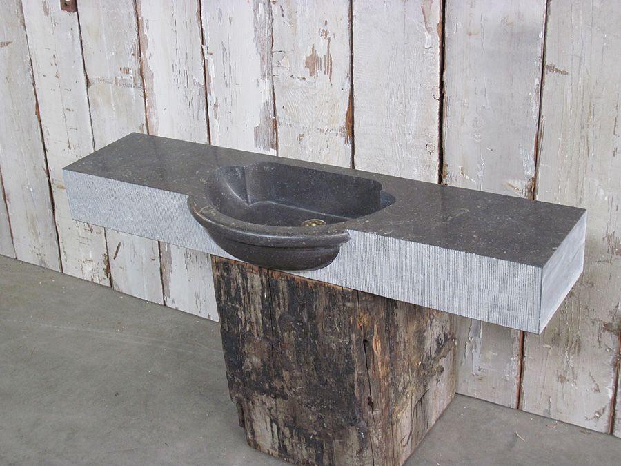 Belgisch hardsteen op oud hout oude bouwmaterialen eemnes