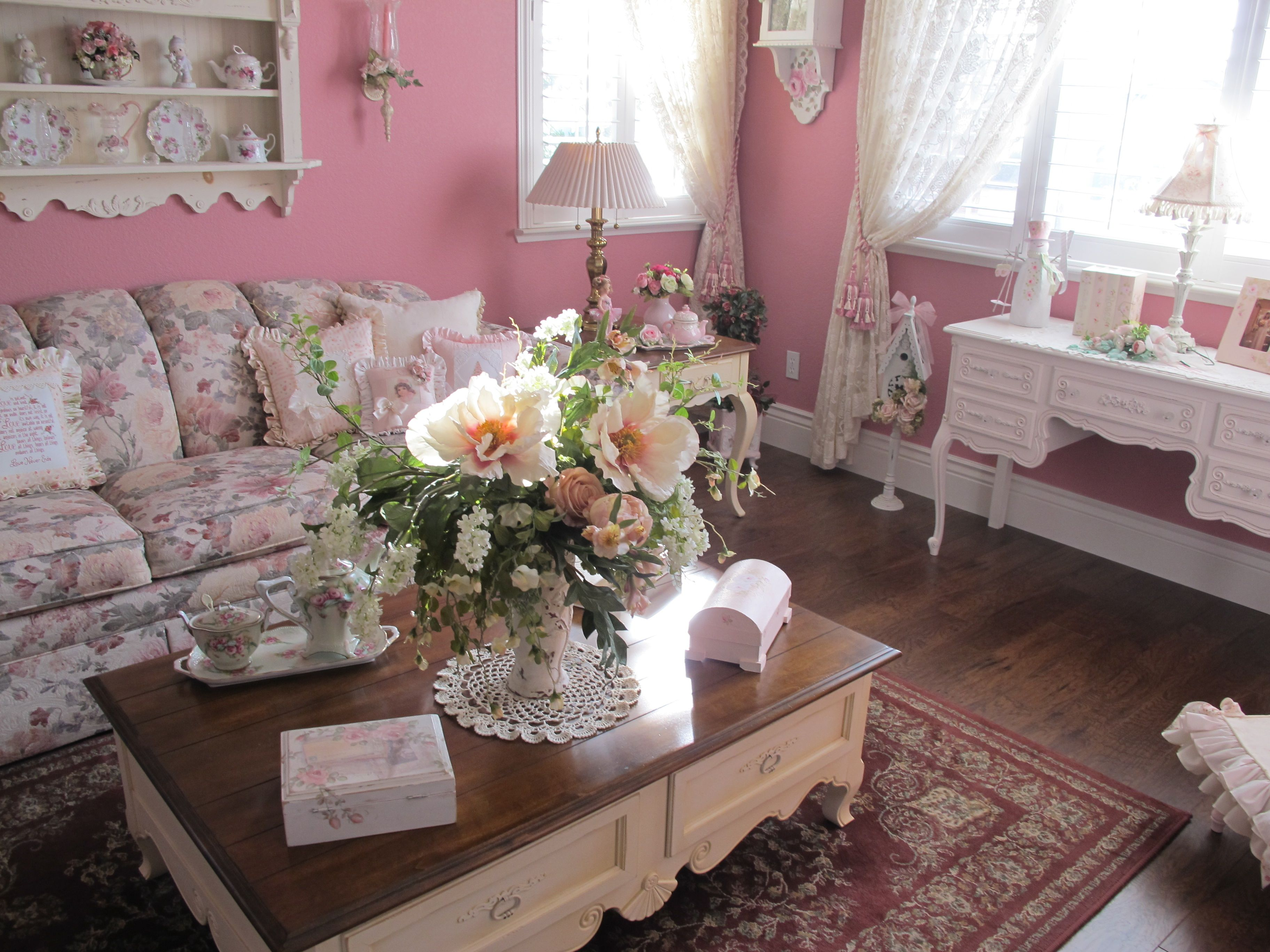 Living Room ~ Gorgeous ~ My bedroom is pink and I wish I ...