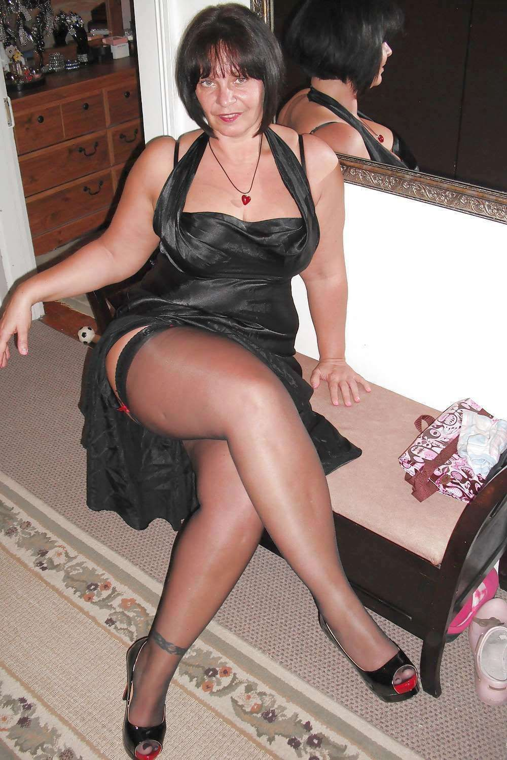 Mature Women Nylons 52