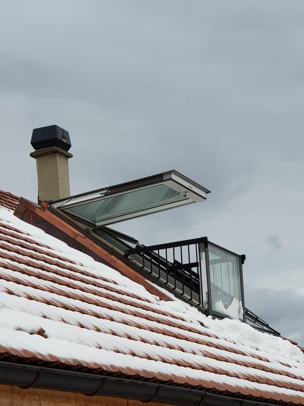 Installation D Une Fenetre Balcon Sur Une Couverture En Tuiles A