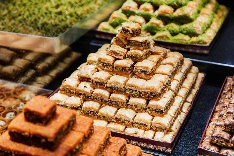 ما هو تفسير أكل الحلويات في المنام لابن سيرين موقع مصري In 2021 Ramadan Sweets Arabic Dessert Sweets Desserts
