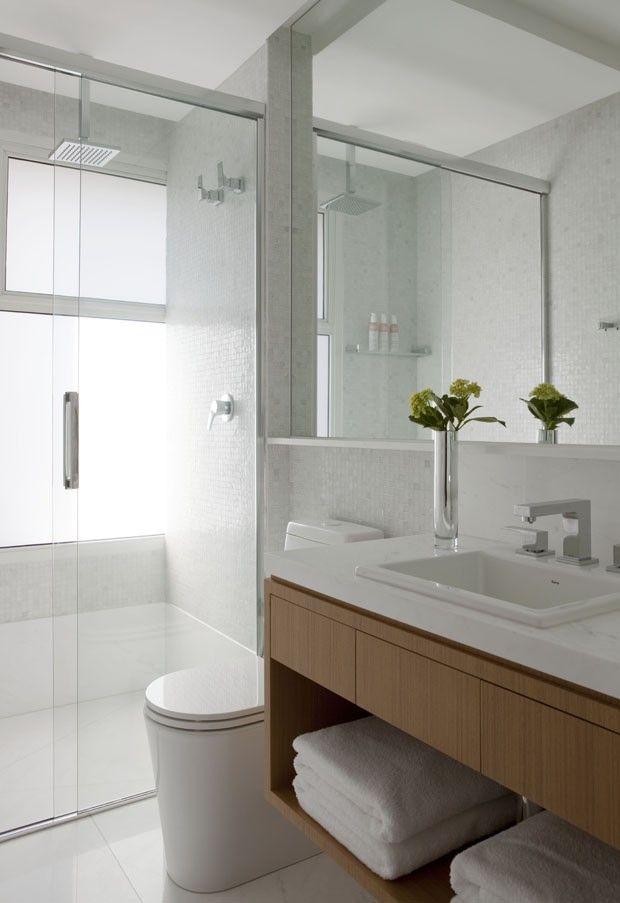 Design e muita luz para o jovem casal ba os bathroom for Banos modernos para apartamentos pequenos