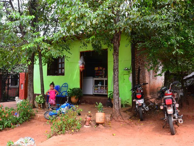 paraguay haus billig zu verkaufen wir bieten ihnen ein renovierungsbed rftiges haus in der. Black Bedroom Furniture Sets. Home Design Ideas