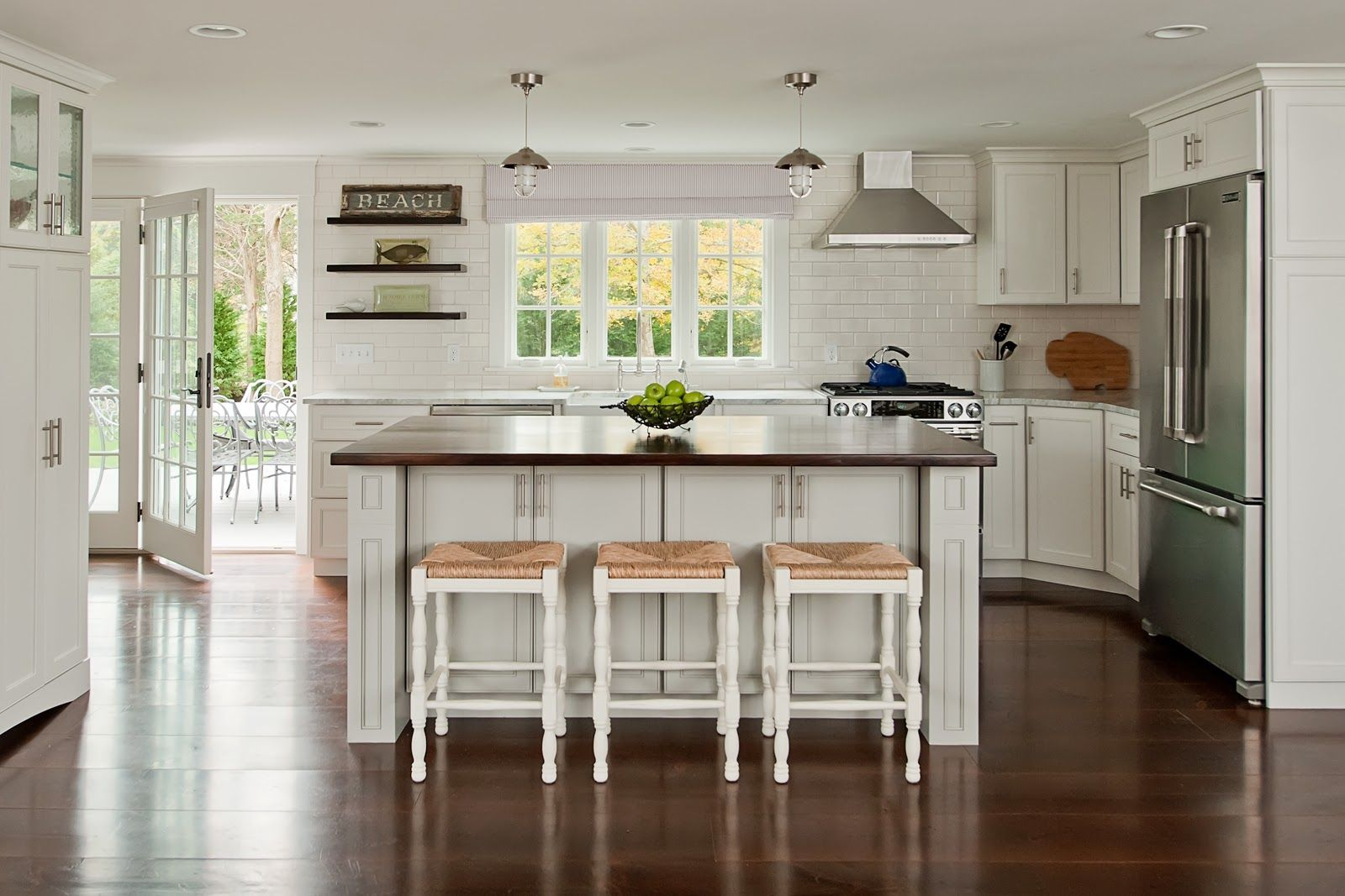Cape Cod Kitchen Design.Modern Beach Cottage Kitchen Design With Natural Wood Plank