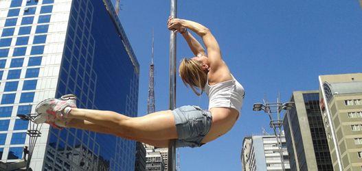 Ação de pole street divulga Campeonato de Pole Dance que rola em setembro - ObaOba
